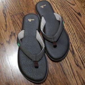 Sanuk Flip Flops Size 8
